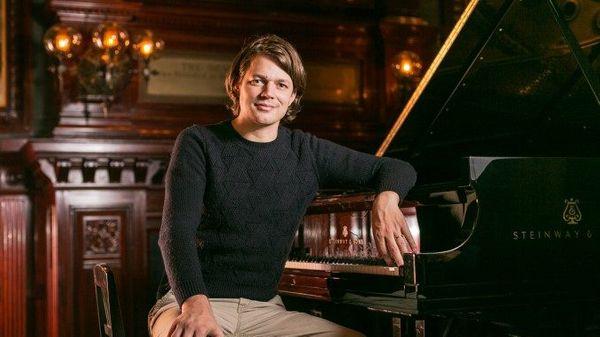 David Fray concerte sur Bach avec l'Orchestre du Capitole de Toulouse dans un nouveau disque Erato