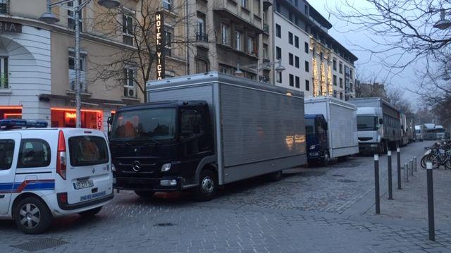 Les forains bloquent la rue Buirette / Reims