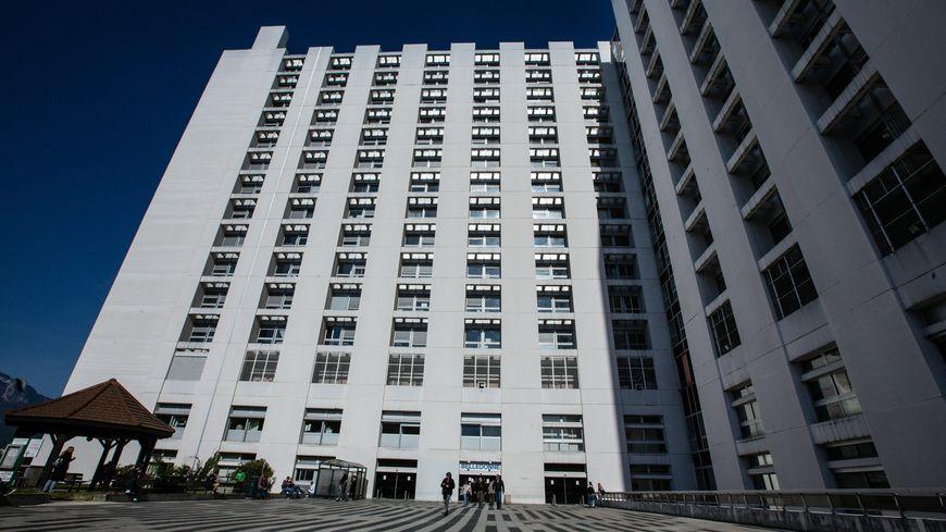 Le détenu a été extrait de sa cellule pour une consultation au 7ème étage du CHU