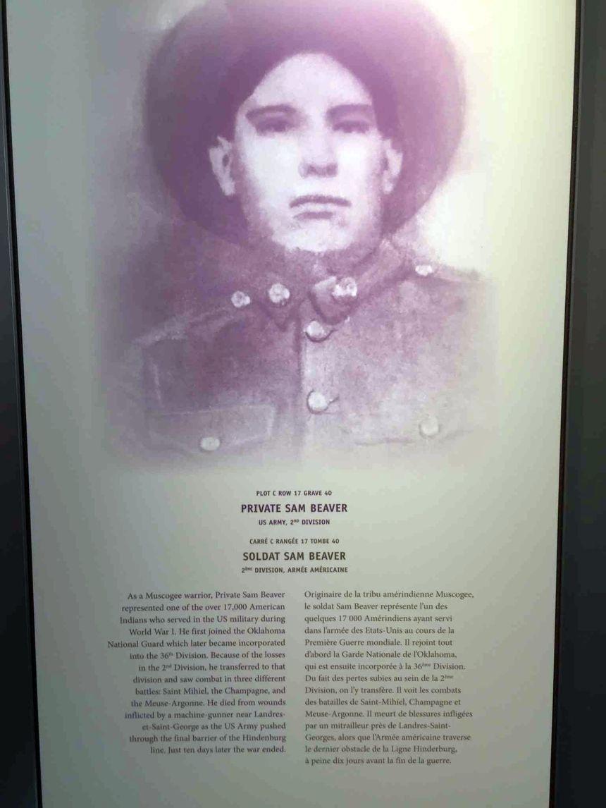 La plaque consacrée à Sam Beaver au cimetière américain de Romagne-sous-Montfaucon
