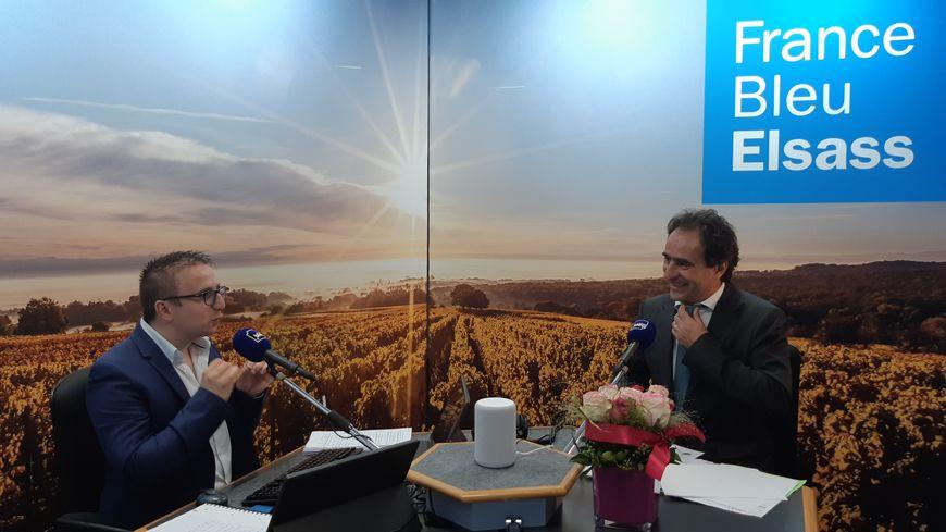 Jean-Emmanuel Casalta, directeur de France Bleu sur les ondes de France Bleu Elsass pour le lancement de la radio rhénane