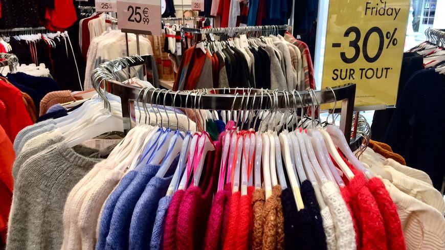 -30% sur les vêtements avant noël dans un magasin nîmois