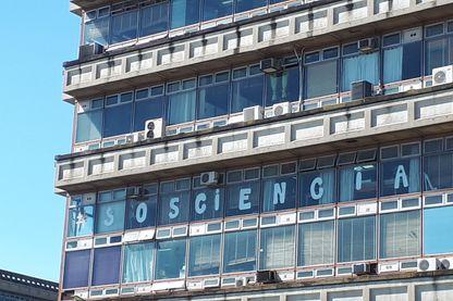 Faculté des sciences de Buenos Aires contre les coupes budgétaires liées à la crise en Argentine.