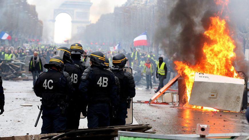 Gilets Jaunes Un Dispositif Jamais Vu Samedi A Paris Pour Encadrer Les Manifestations