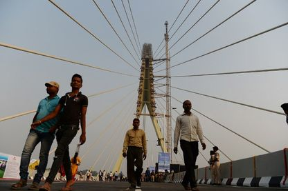 Le long du «Signature Bridge» avant la cérémonie d'inauguration à New Delhi le 4 novembre 2018.