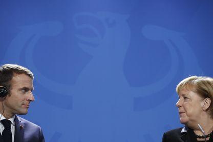 Emmanuel Macron et Angela Merkel, dimanche 18 novembre à Berlin, à l'occasion de la Journée de deuil national allemande.