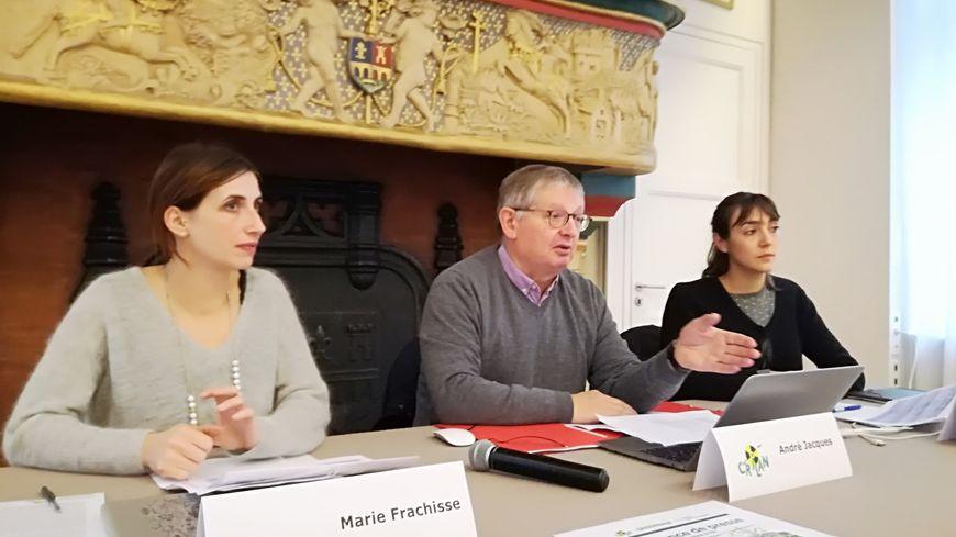 Maire Frachisse du RSDN, André Jacques du Crilan et Laura Monnier de Greenpeace