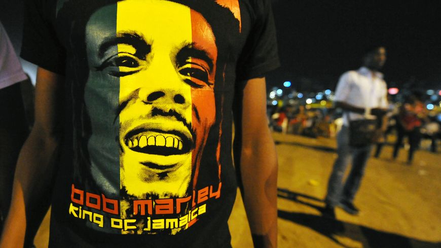 Le reggae est devenu célèbre dans le monde entier grâce au chanteur Bob Marley.
