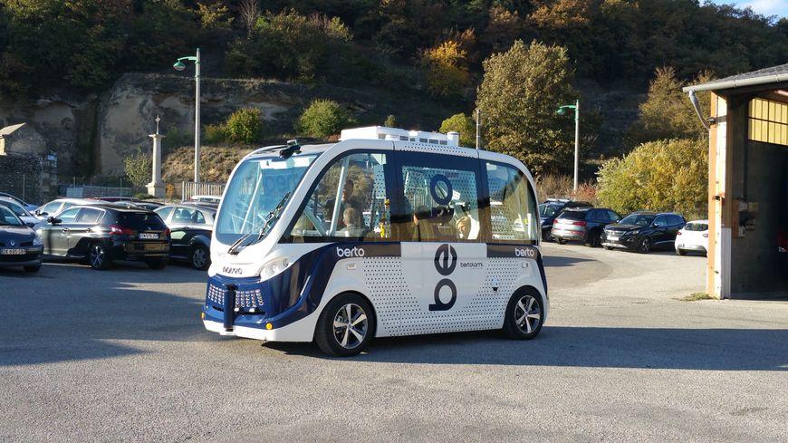 La navette autonome conçue par l'entreprise Navya est également accessible aux personnes en fauteuil roulant.