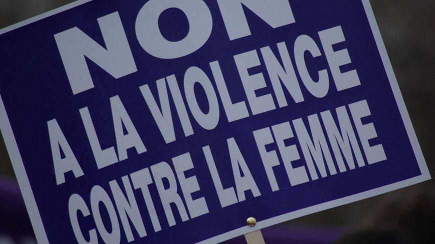 La plateforme gouvernementale permet de signaler toutes formes de violences sexistes et sexuelles envers les femmes.