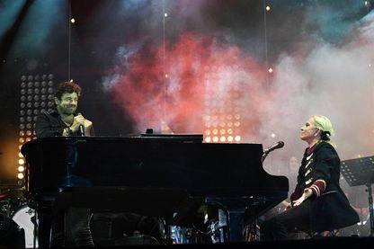 Véronique Sanson et Patrick Bruel, en duo, sur la scène des 34èmes Francofolies de la Rochelle (le 11 juillet 2018).