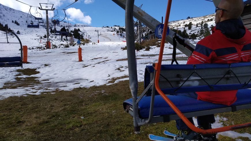 Premières remontées mécaniques de la saison pour un millier de skieurs à Porté-Puymorens