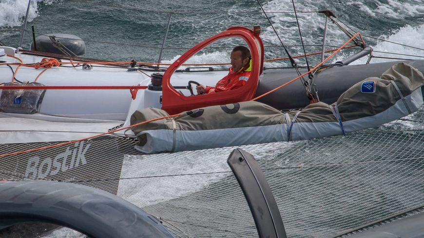 C'est la 3ème fois dans l'histoire de la course qu'un skipper est secouru par un autre concurrent.