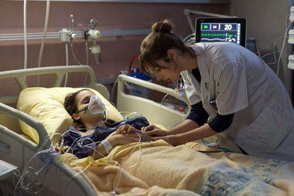 """Louise Bourgoin, sur le tournage de la série """"Hippocrate"""" (saison 1), tirée du film du même nom du réalisateur et médecin Thomas Lilti. La série est diffusée sur Canal +."""