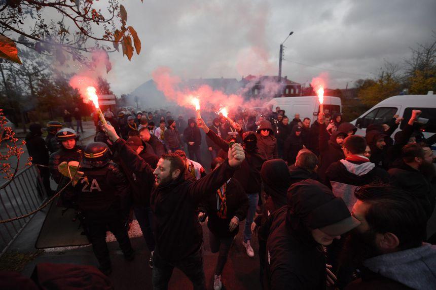 Un début d'échauffourée s'est déclenché ce samedi vers 13 h 30 dans le centre de Valenciennes entre supporters valenciennois et lensois qui ont échangé des jets de projectiles.