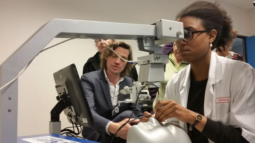 Le simulateur ophtalmologique a été présenté ce mercredi dans les locaux du campus santé.