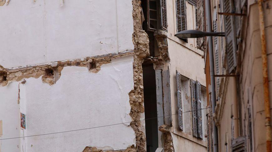 Façades de la rue d'Aubagne à Marseille, après l'effondrement de plusieurs immeubles