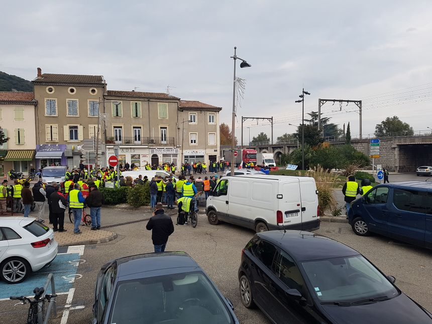 blocage au rond point du Pouzin