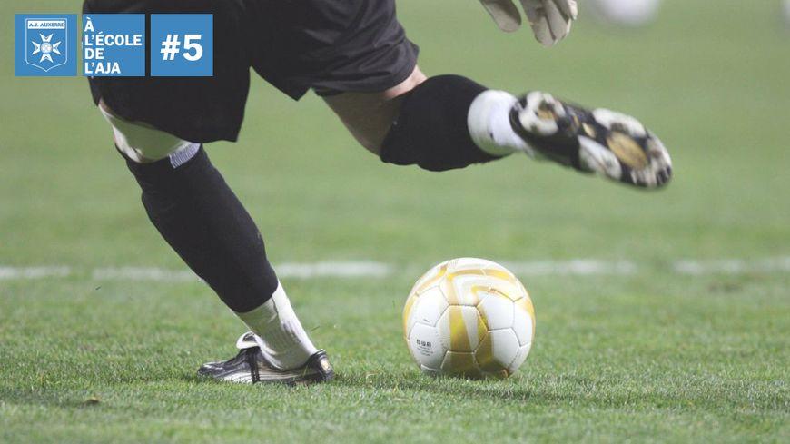 Les petites copines des jeunes footballeurs de l'AJA n'ont pas le droit de venir au centre de formation
