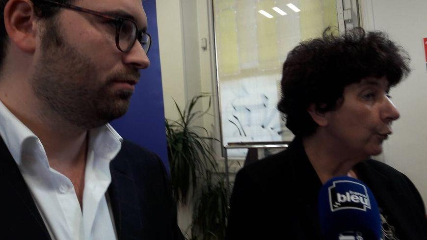 la ministre de l'Enseignement supérieur, de la recherche et de l'innovation Frédérique Vidal (à droite) aux côtés du président de l'Union des étudiants juifs de France Sacha Ghozlan (à gauche)