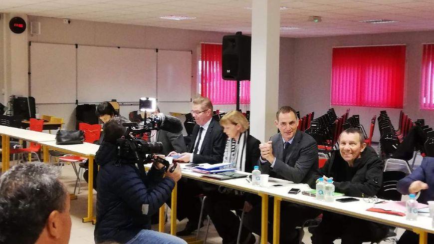 Nouvelle réunion à Corte pour tenter de régler la crise des déchets en Corse