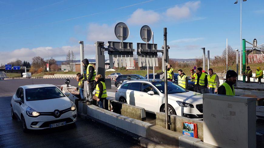 """Opération """"péages gratuits"""" à la barrière d'Annecy-Sud."""