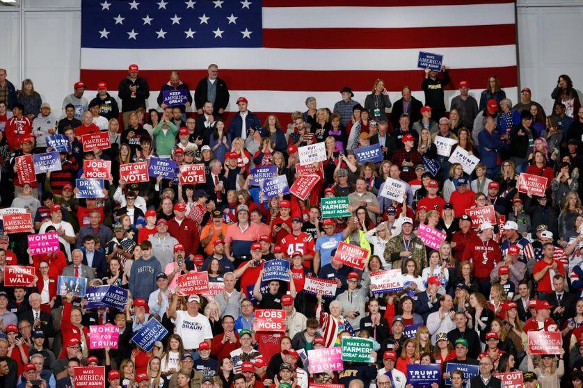 Le président Trump tient un meeting à Indianapolis avant les élections de mi-mandat