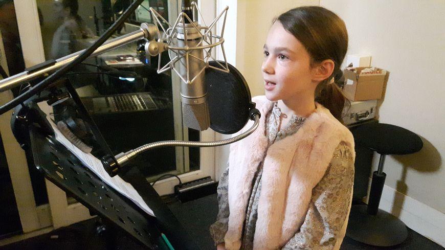 Des enfants enregistrent des messages sonores pour sensibiliser les voyageurs du métro