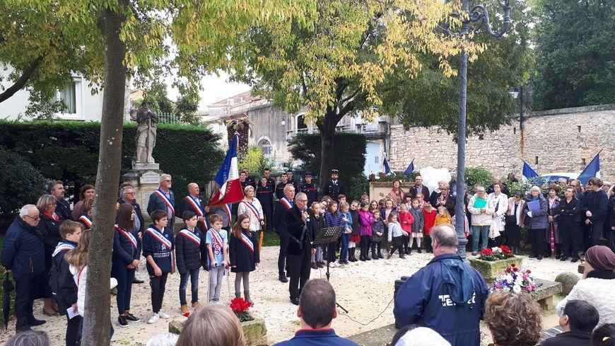 L'hommage devant le monument aux morts de Saint Génies-des-Mourgues