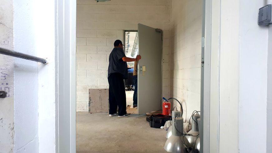 Derrière cette porte, un PS en chantier à Ivry