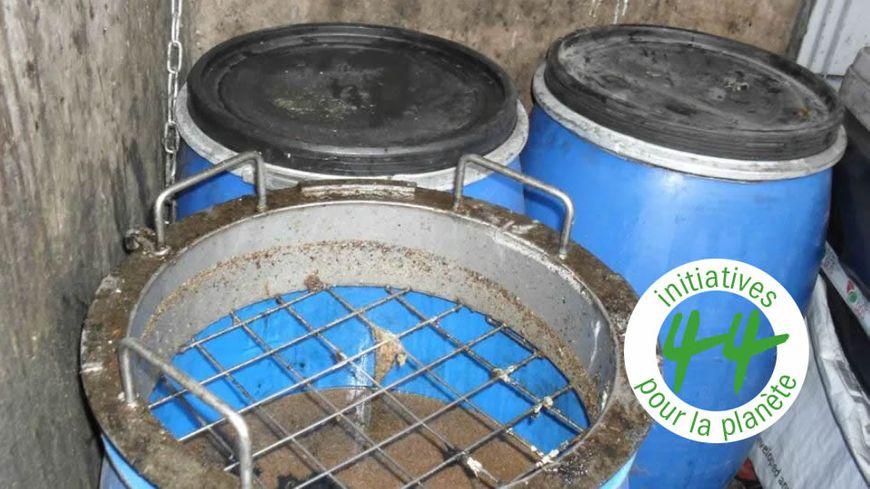 Le Sitcom Côte Sud des Landes récupère les huiles de fritures usagées des habitants du sud-ouest des Landes dans des cuves en plastique de 120 litres dans ses 26 déchetteries