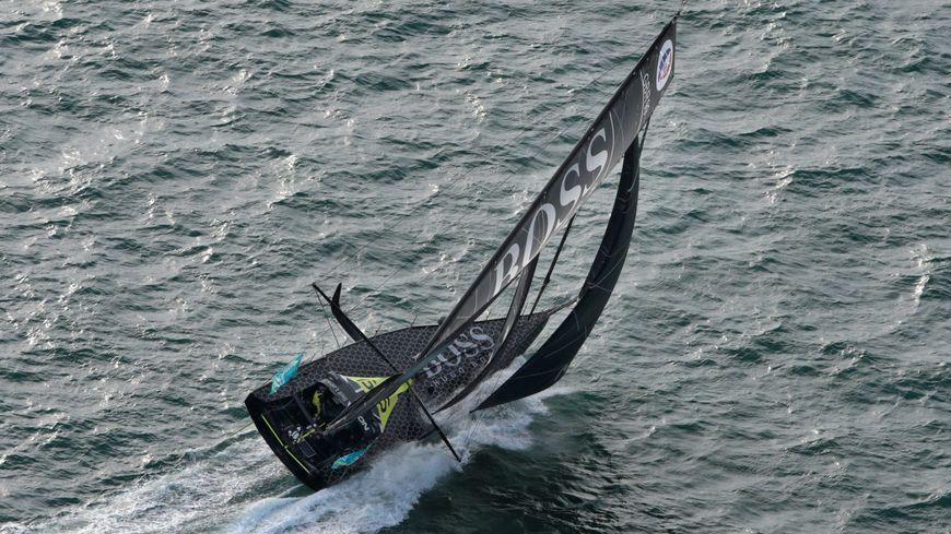Alex Thomson s'échoue sur le nord de la Guadeloupe et risque la disqualification !