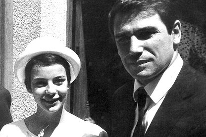 7 juin 1962, Caroline Eliacheff se marie avec Robert Hossein