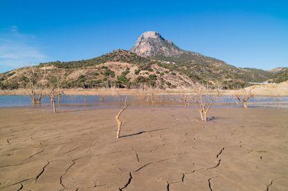 Exemple du réchauffement climatique : le 31 octobre 2016 (date de prise de la photo), le lac Zahara-el Gastor d'Andalousie (Espagne) s'était déjà asséché à 68%...