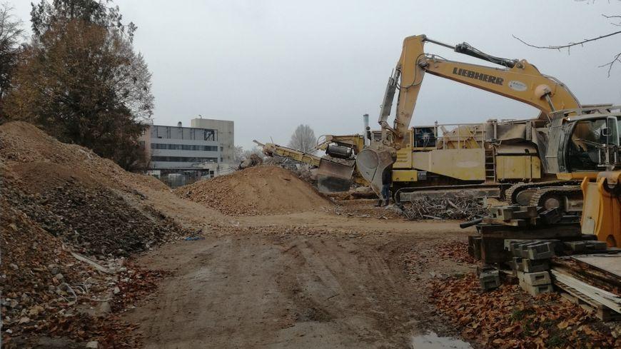 Les travaux d'élargissement du square Lechten se poursuivent le long de l'avenue Jean Jaurès.