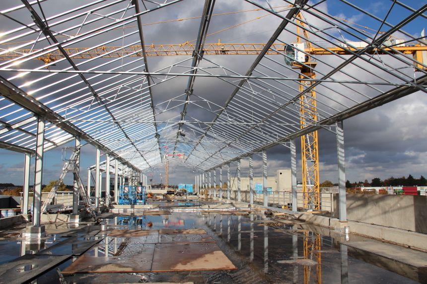 le chantier en cours de la serre sur les toits des 3 immeubles de la future résidence - Radio France