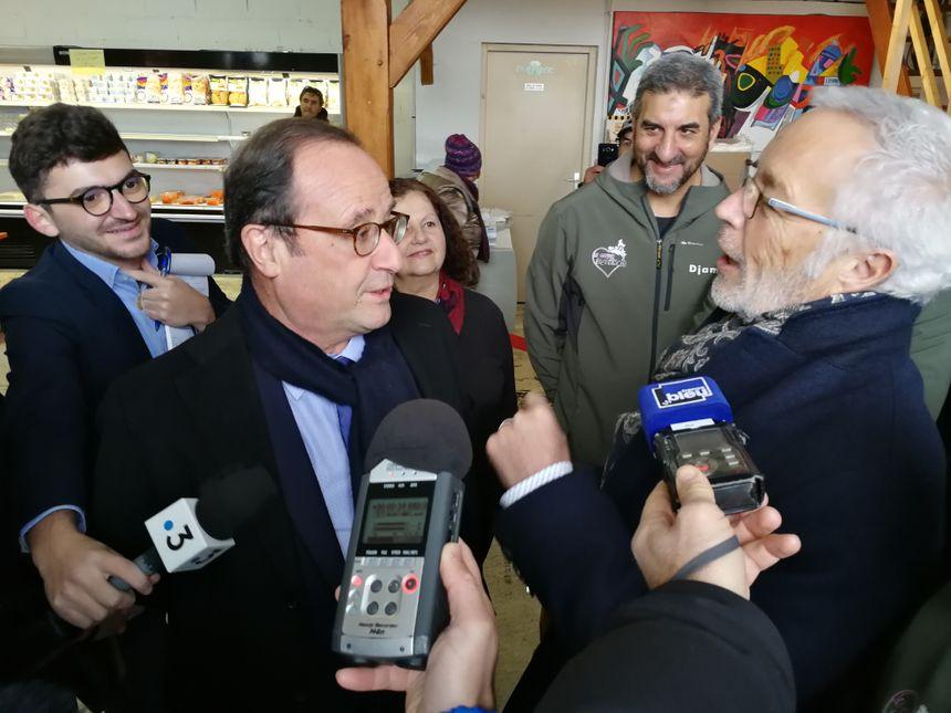 """François Hollande et François Rebsamen ce vendredi matin en visite à l'épicerie """"le coeur Dijonnais"""""""