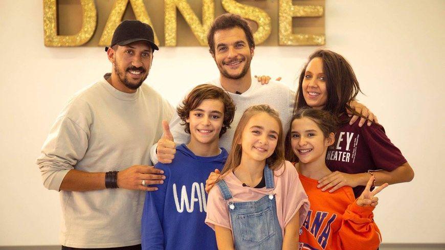 Angelina et son équipe avec Amir son parrain à l'Eurovision junior