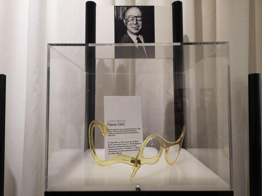 Les lunettes très originales de Pierre Dac.