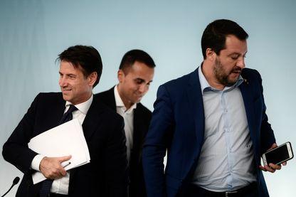 Les trois hommes clés du gouvernement italien lors de l'annonce du budget Giuseppe Conte, Luigi di Maio et Matteo Salvini
