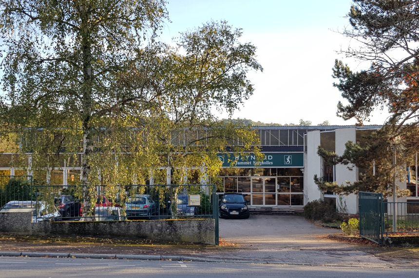 Le magasin d'usine Raynaud est situé au 14 rue de l'ancienne route d' Aixe à Limoges