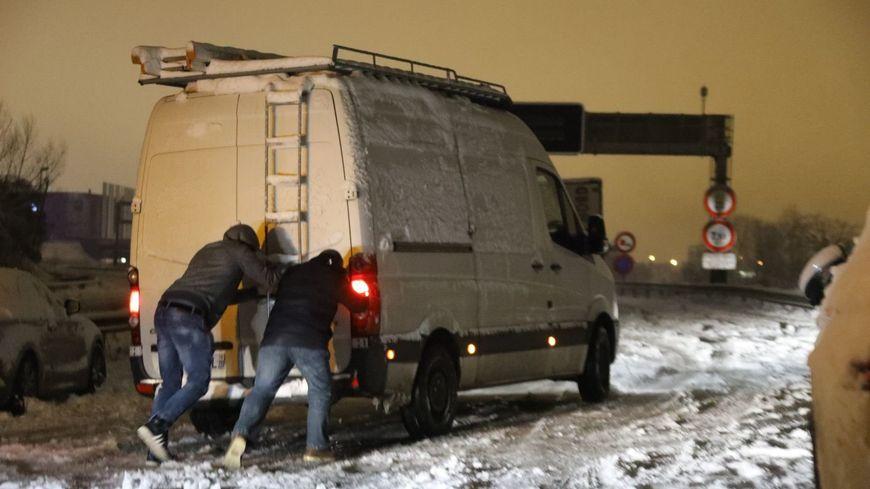 Villacoublay (78), le 7 février 2018 6h du matin sur la nationale 118. Des centaines d'automobilistes ont passé la nuit dans leur voiture