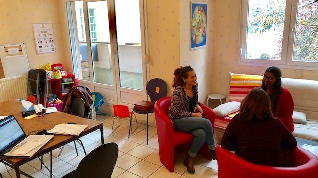 Les membres de l'association ont aménagé un appartement chaleureux pour accueillir les femmes victimes de violences