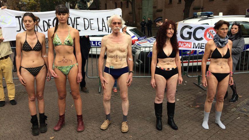 Les grévistes de la faim en petite tenue