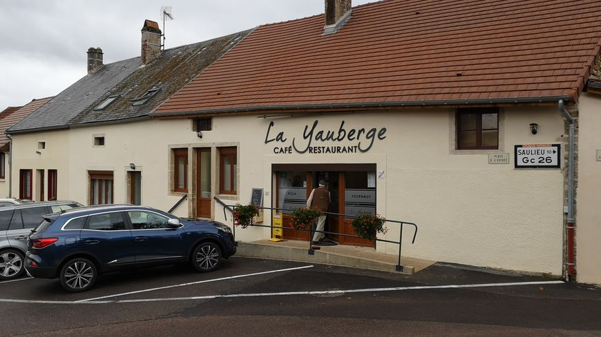 Le café-restaurant la Yauberge, point de rencontre au cœur du village