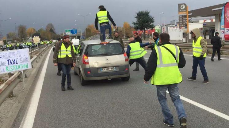 814ff3aadca7 Altercation gilet jaune-conducteur à Chambéry   les deux parties portent  plainte
