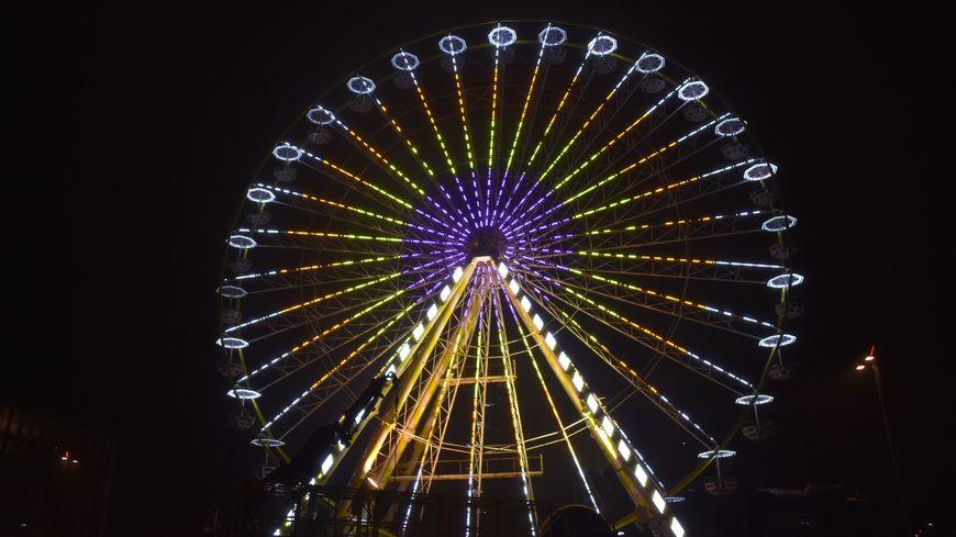 La grande roue du Mans est située place des Jacobins