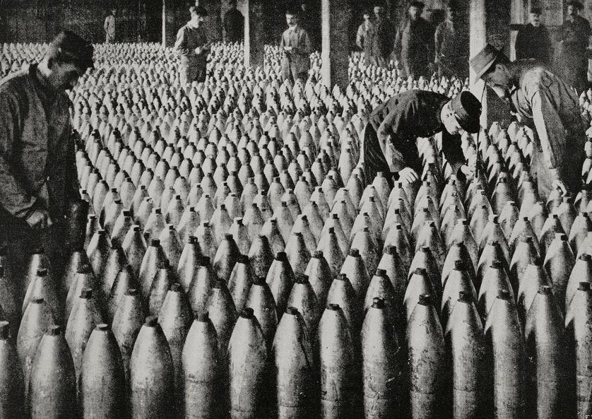 Contrôle qualité dans une usine de munitions