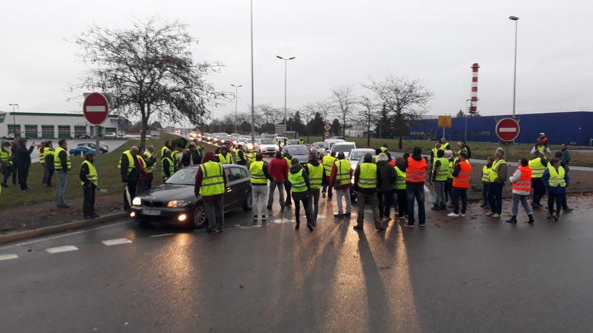 Les gilets jaunes ont commencé par bloquer la 4 voies en provenance de Nantes