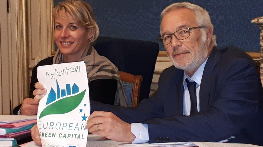 Nathalie Koenders, première adjointe et François Rebsamen, le maire de Dijon présentent la sélection de Dijon comme capitale verte européenne